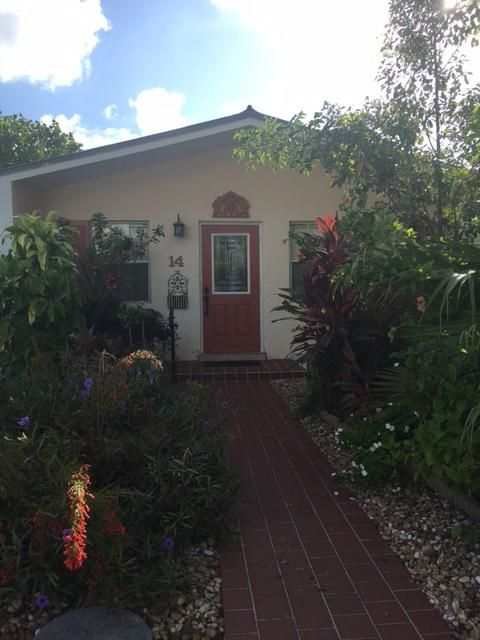 Nhà ở một gia đình vì Thuê tại 14 Amaryllis Drive Key Haven, Florida 33040 Hoa Kỳ