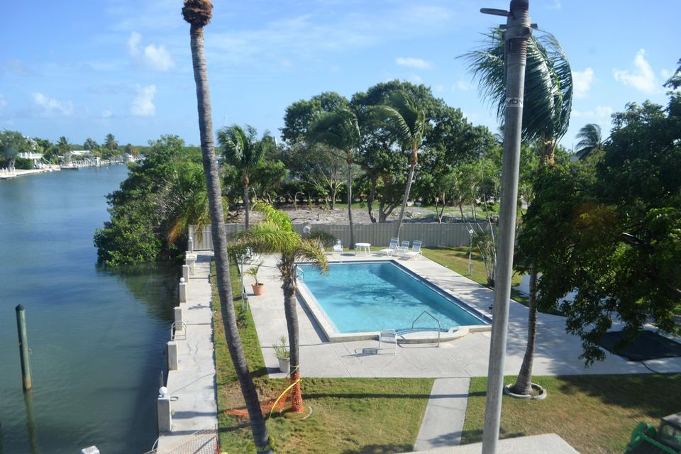 Additional photo for property listing at 130 Coco Plum Drive 130 Coco Plum Drive Marathon, Florida 33050 Usa