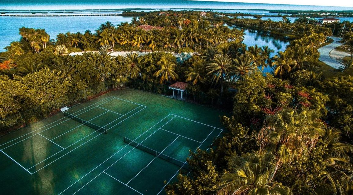 Additional photo for property listing at 2 Cannon Royal Drive 2 Cannon Royal Drive Shark Key, Florida 33040 Stati Uniti