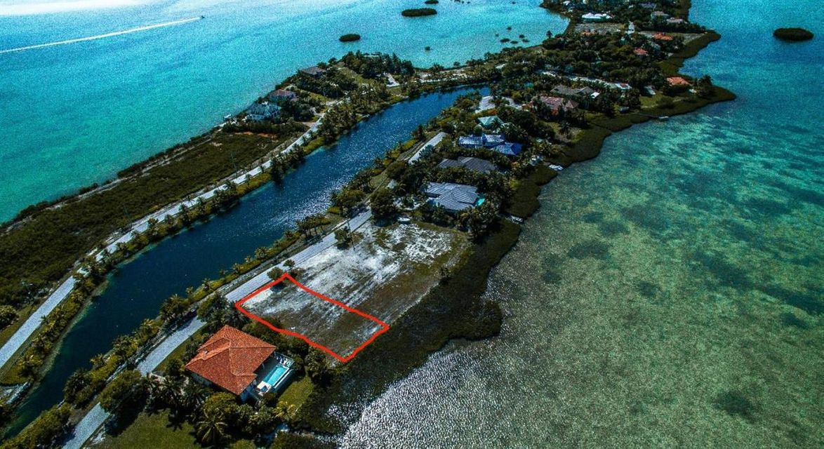 Additional photo for property listing at 17 Sea Lore Lane 17 Sea Lore Lane Shark Key, Florida 33040 Estados Unidos