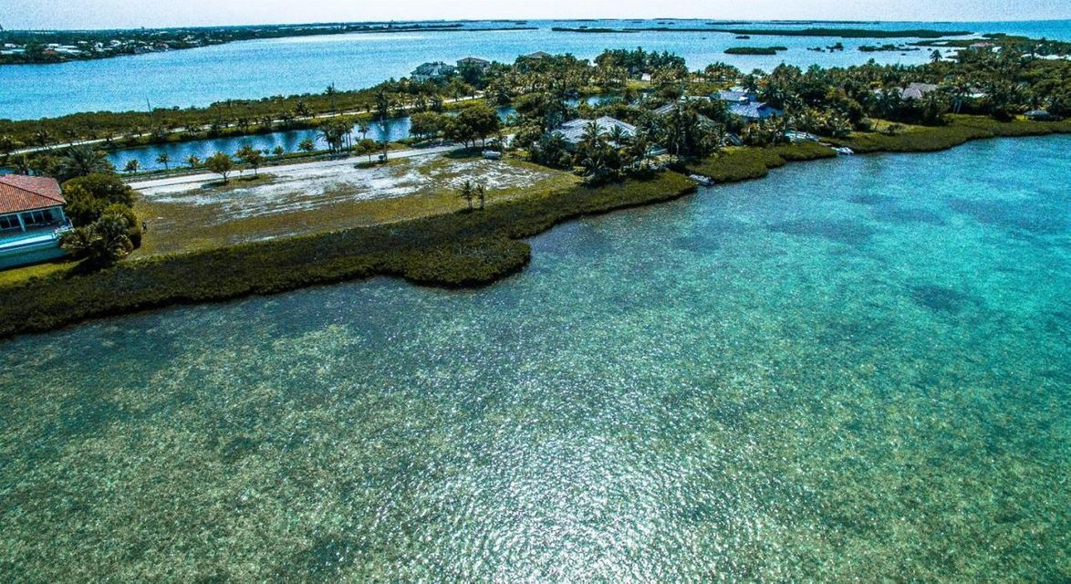 Additional photo for property listing at 17 Sea Lore Lane 17 Sea Lore Lane Shark Key, Florida 33040 United States