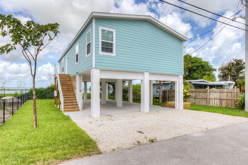 Single Family Home for Sale at 31 Blue Water Drive Saddlebunch, Florida 33040 United States