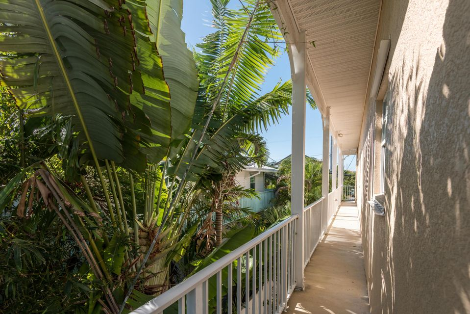 Additional photo for property listing at 827 E Caribbean Drive  Summerland Key, 플로리다 33042 미국