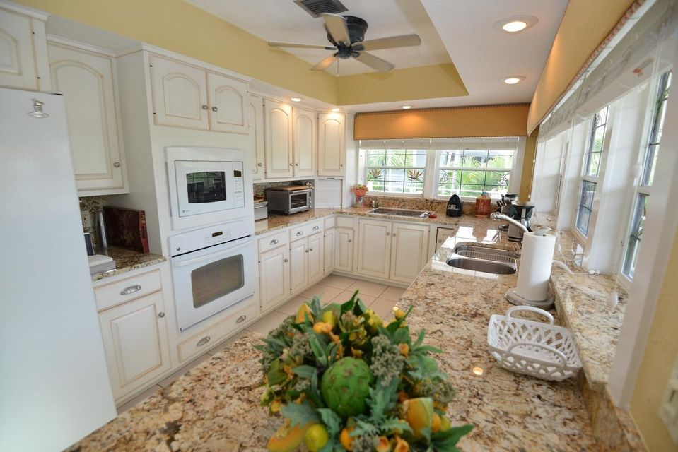 Additional photo for property listing at 344 E Seaview Drive 344 E Seaview Drive Duck Key, 플로리다 33050 미국