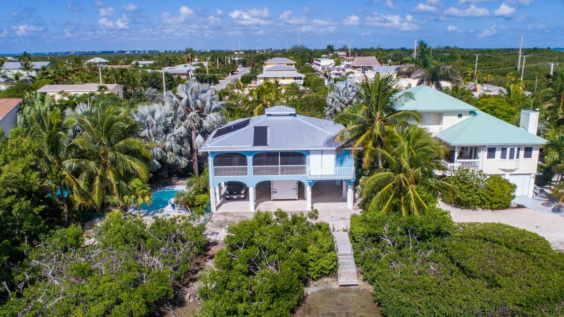 独户住宅 为 销售 在 107 W Indies Drive 107 W Indies Drive Ramrod Key, 佛罗里达州 33042 美国