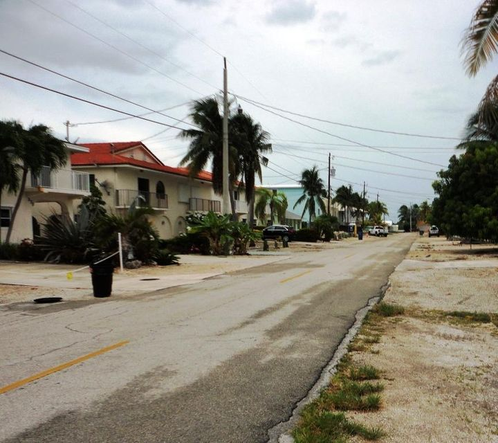 Additional photo for property listing at Lot 35 5Th Street Lot 35 5Th Street Key Colony, Florida 33051 Hoa Kỳ
