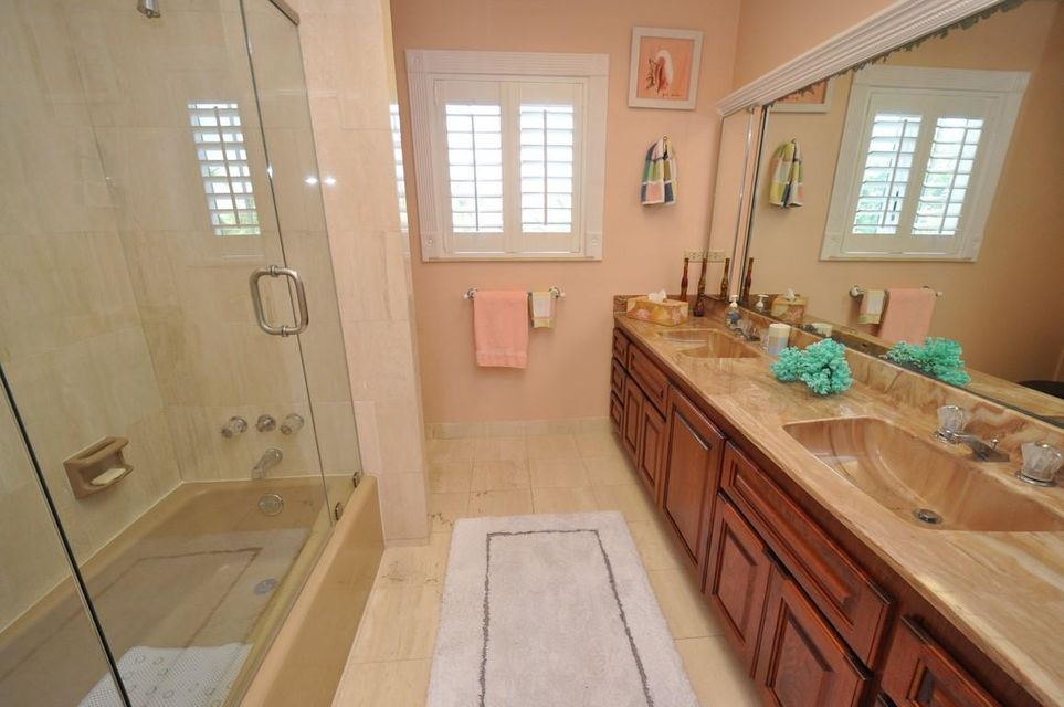 Additional photo for property listing at 308 Pinetree Street 308 Pinetree Street Duck Key, Florida 33050 Stati Uniti