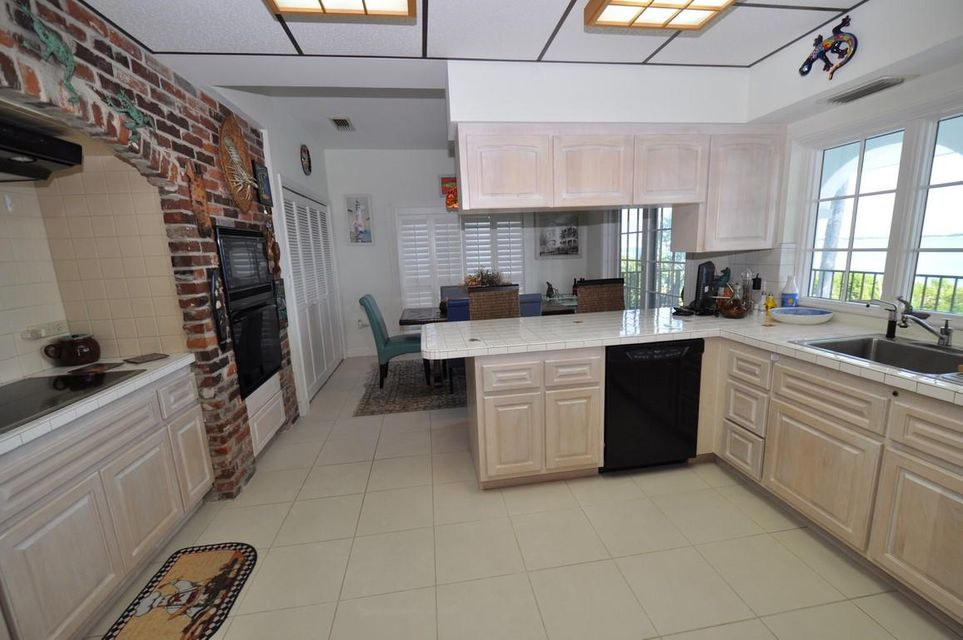 Additional photo for property listing at 308 Pinetree Street 308 Pinetree Street Duck Key, Florida 33050 United States