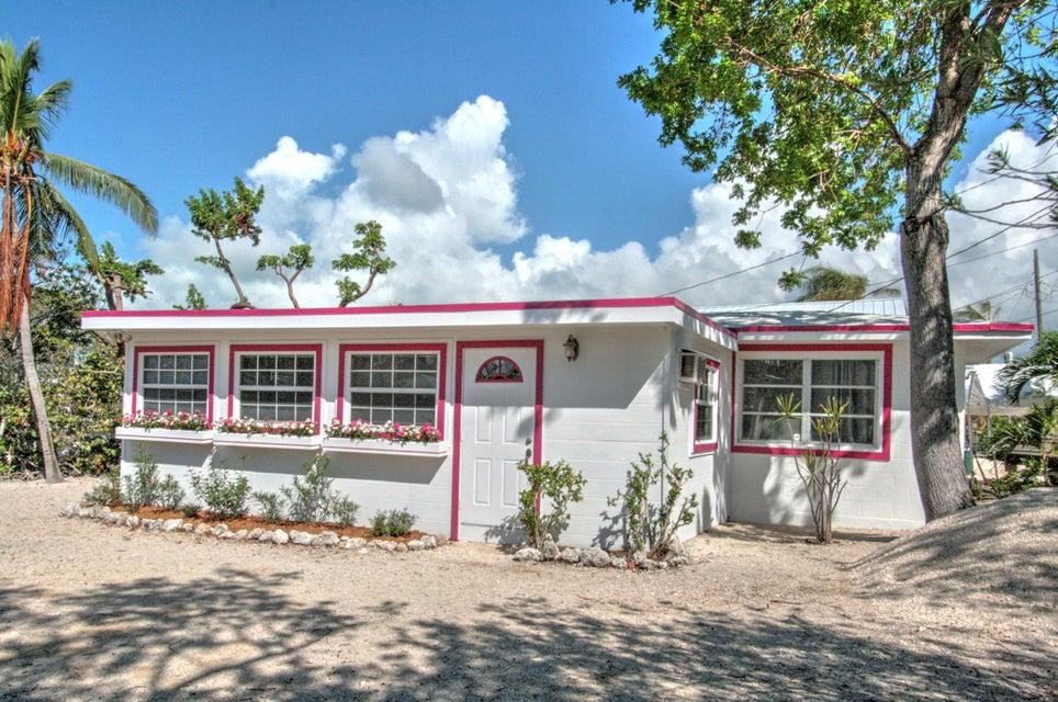 Nhà ở một gia đình vì Bán tại 33 Jolly Roger Drive 33 Jolly Roger Drive Key Largo, Florida 33037 Hoa Kỳ
