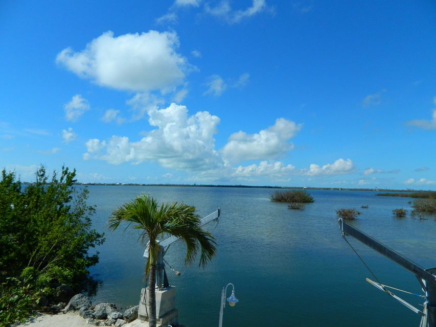 Additional photo for property listing at 1212 W Shore Drive 1212 W Shore Drive Big Pine Key, Florida 33043 Verenigde Staten
