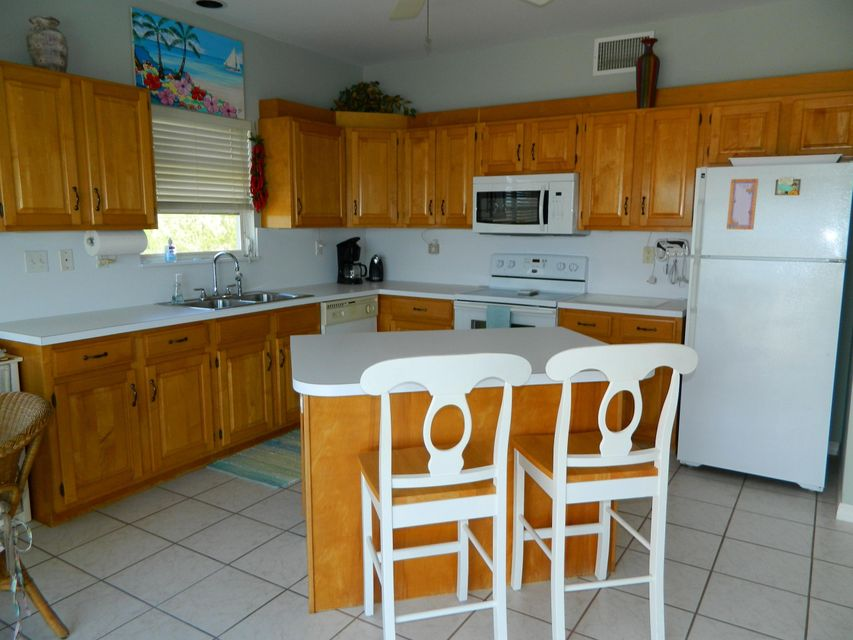 Additional photo for property listing at 1212 W Shore Drive 1212 W Shore Drive Big Pine Key, Florida 33043 Hoa Kỳ
