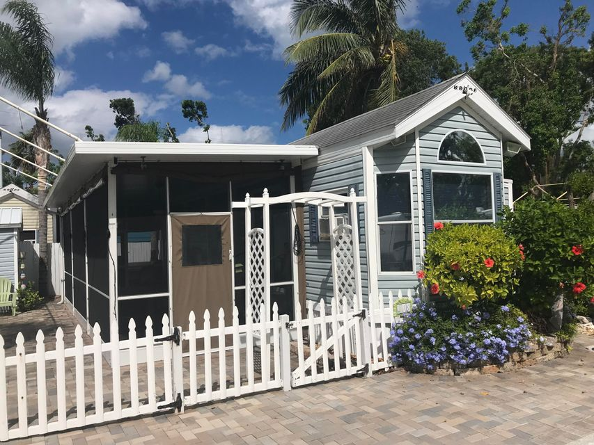 Additional photo for property listing at 325 Calusa Street 325 Calusa Street Key Largo, Florida 33037 États-Unis