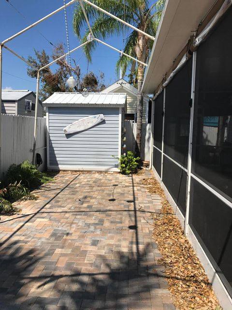 Additional photo for property listing at 325 Calusa Street 325 Calusa Street Key Largo, Florida 33037 Estados Unidos