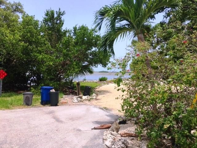 Additional photo for property listing at 1037 68Th Street 1037 68Th Street Marathon, Florida 33050 États-Unis