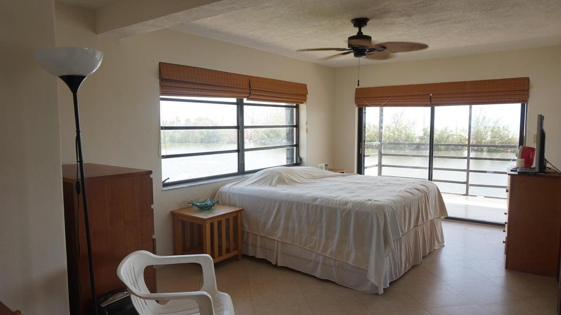 Частный односемейный дом для того Аренда на 189 El Capitan Drive 189 El Capitan Drive Islamorada, Флорида 33036 Соединенные Штаты