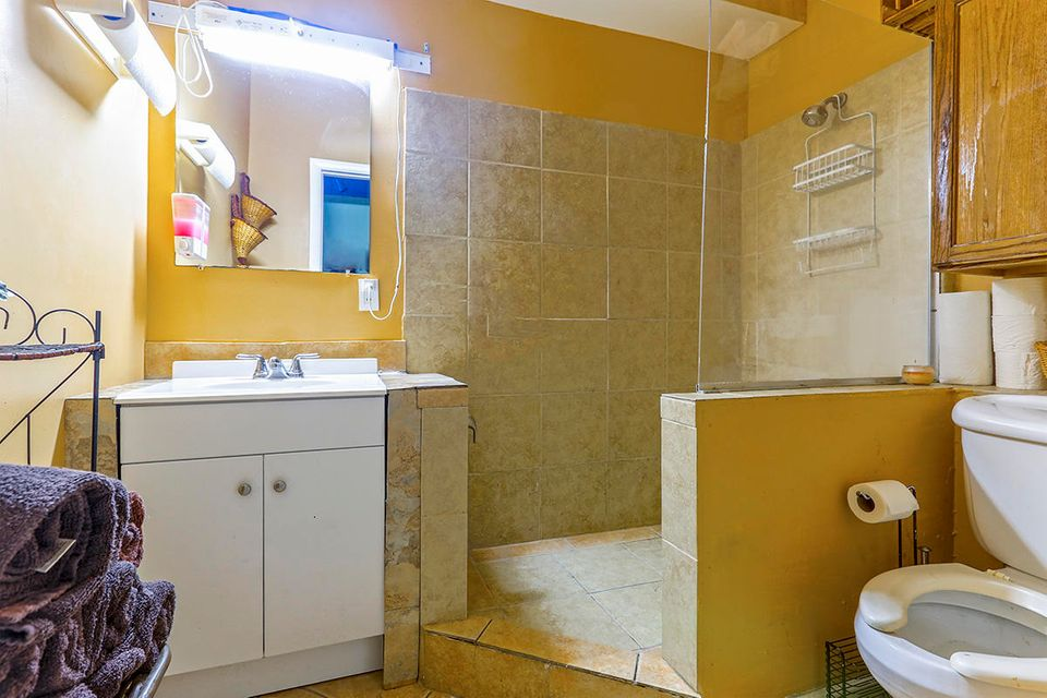 Additional photo for property listing at 1012 Truman Avenue 1012 Truman Avenue Key West, Florida 33040 Vereinigte Staaten