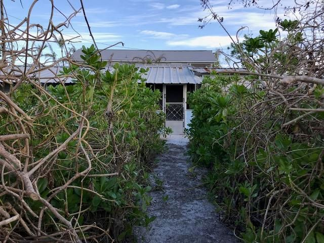 Additional photo for property listing at 28271 Dorothy Avenue 28271 Dorothy Avenue Little Torch Key, Florida 33042 États-Unis