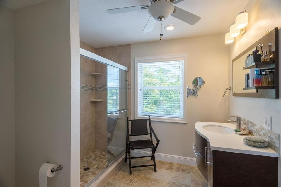 Additional photo for property listing at 77 Bay Drive 77 Bay Drive Saddlebunch, Florida 33040 Estados Unidos