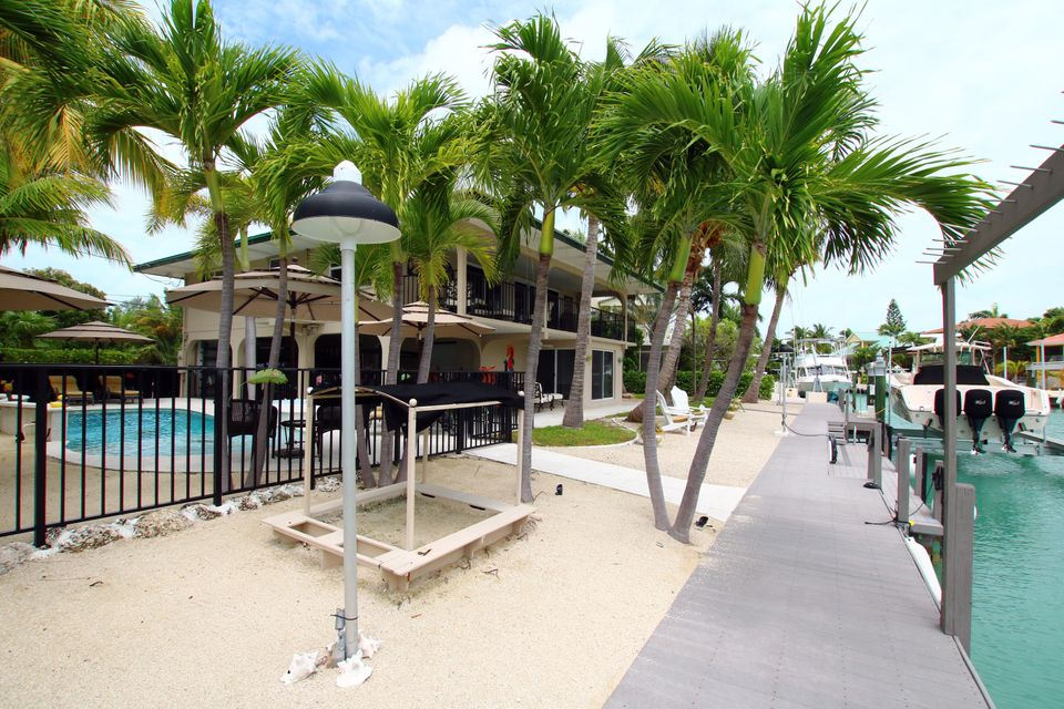 Maison unifamiliale pour l Vente à 114 S Indies Drive 114 S Indies Drive Duck Key, Florida 33050 États-Unis