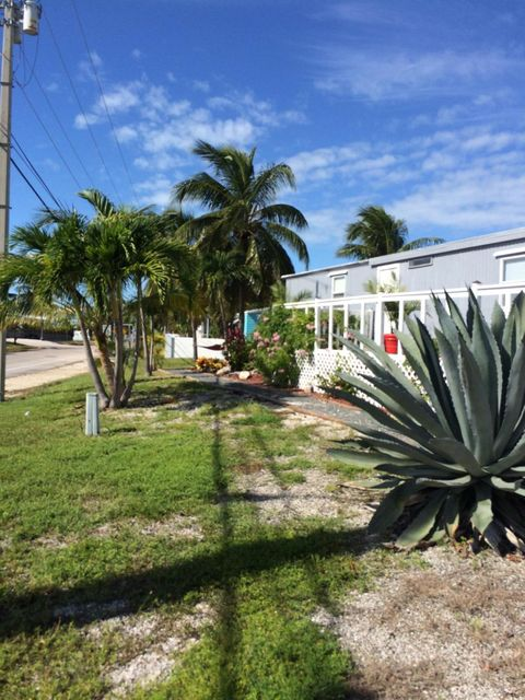Additional photo for property listing at 207 Venus Lane 207 Venus Lane Geiger Key, Florida 33040 États-Unis