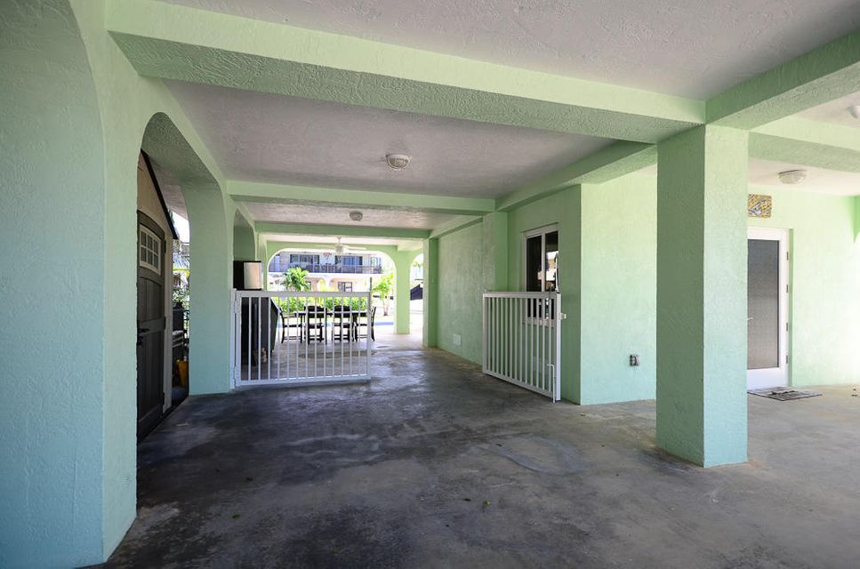 Additional photo for property listing at 389 S Coconut Palm Boulevard 389 S Coconut Palm Boulevard Tavernier, Флорида 33070 Соединенные Штаты