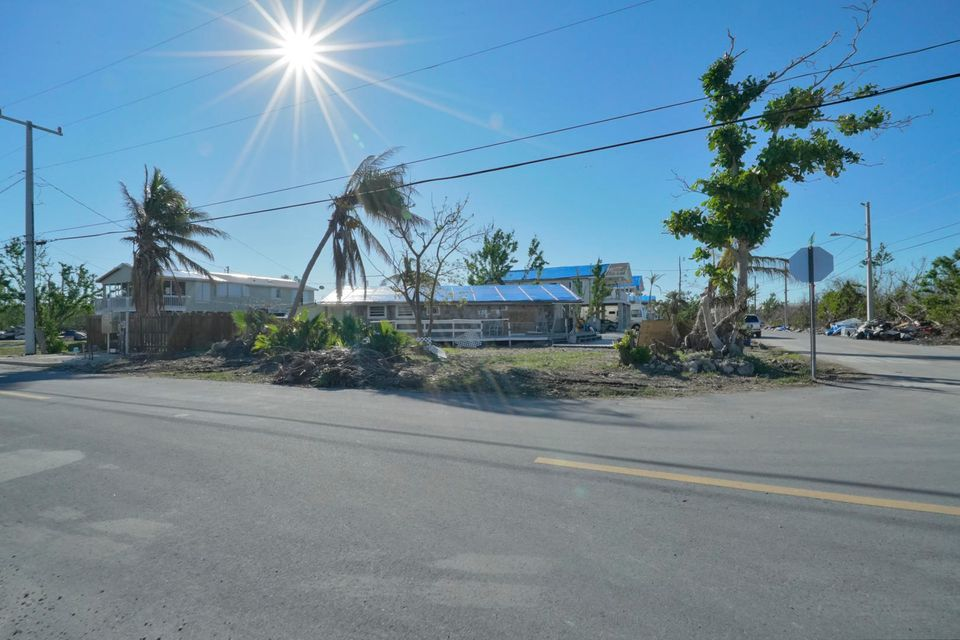 Additional photo for property listing at 31272 Avenue H 31272 Avenue H Big Pine Key, Florida 33043 États-Unis