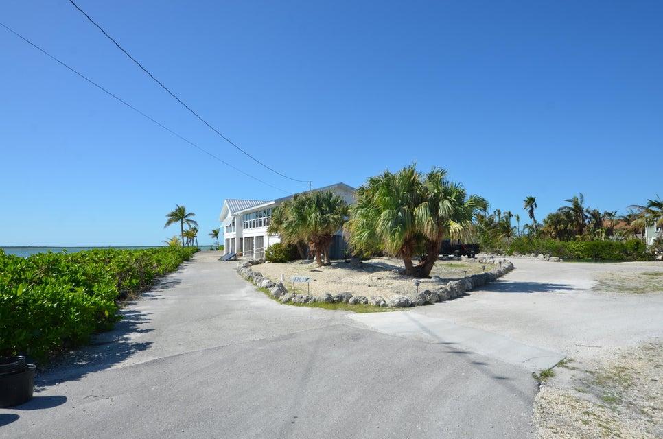 Enfamiljshus för Försäljning vid 17013 Coral Drive 17013 Coral Drive Sugarloaf, Florida 33042 Usa