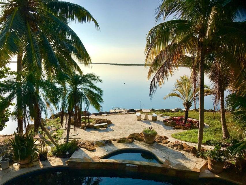 Nhà ở một gia đình vì Thuê tại 47 Bay Drive 47 Bay Drive Saddlebunch, Florida 33040 Hoa Kỳ