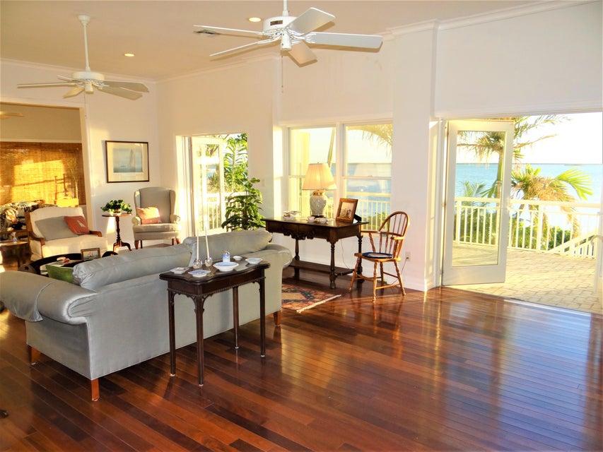 Maison unifamiliale pour l Vente à 16623 Banyan Lane 16623 Banyan Lane Sugarloaf, Florida 33042 États-Unis
