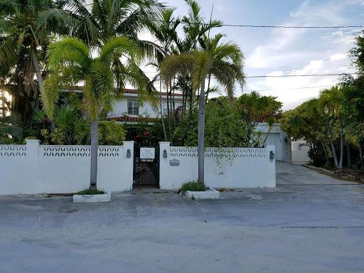 Nhà ở một gia đình vì Bán tại 9 Cypress Terrace 9 Cypress Terrace Key Haven, Florida 33040 Hoa Kỳ
