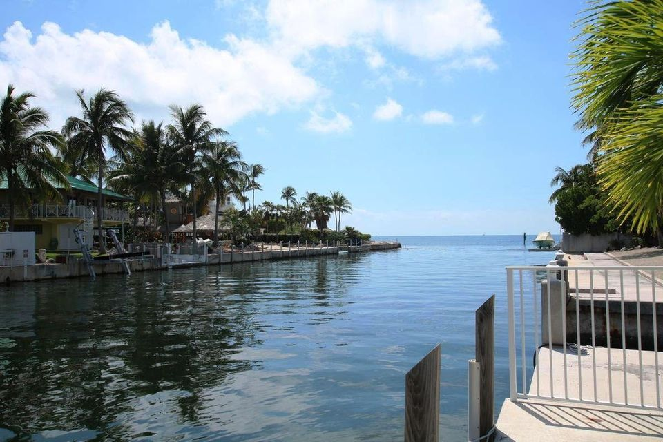 Additional photo for property listing at 370 Stirrup Key Boulevard 370 Stirrup Key Boulevard Marathon, Florida 33050 Stati Uniti