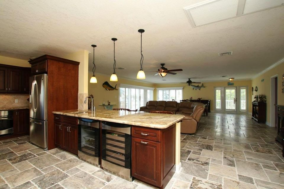 Additional photo for property listing at 370 Stirrup Key Boulevard 370 Stirrup Key Boulevard Marathon, Florida 33050 Usa