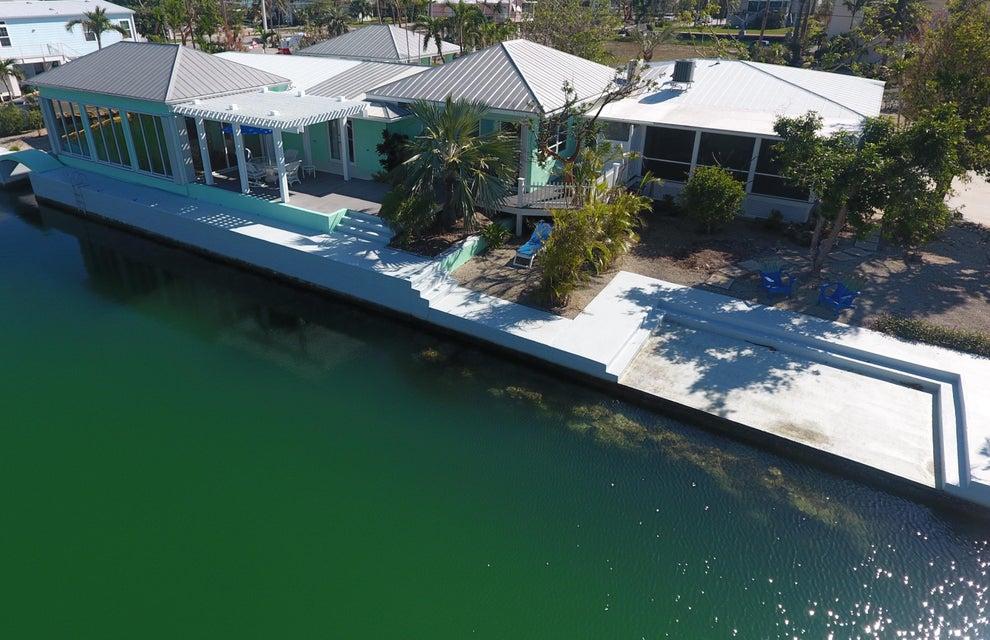 Maison unifamiliale pour l Vente à 17161 W Starfish Lane 17161 W Starfish Lane Sugarloaf, Florida 33042 États-Unis