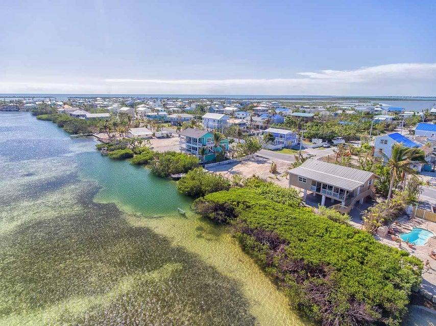 Maison unifamiliale pour l Vente à 571 W Indies Drive 571 W Indies Drive Ramrod Key, Florida 33042 États-Unis