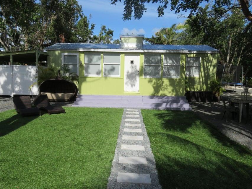Nhà ở một gia đình vì Bán tại 803 Oceana Drive 803 Oceana Drive Key Largo, Florida 33037 Hoa Kỳ