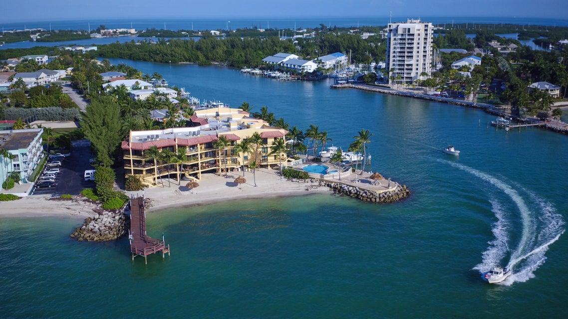 Nhà chung cư vì Bán tại 101 E Ocean Drive 101 E Ocean Drive Key Colony, Florida 33051 Hoa Kỳ