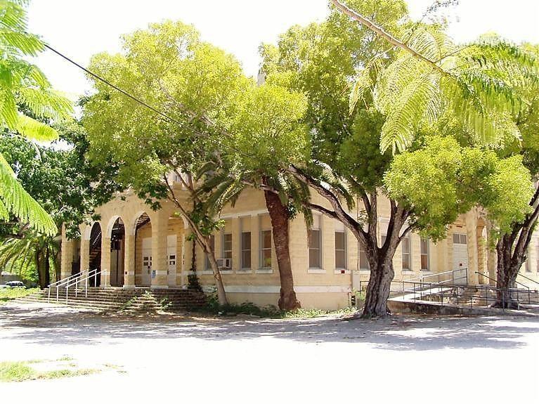 Casa para uma família para Venda às 808 Southard Street 808 Southard Street Key West, Florida 33040 Estados Unidos