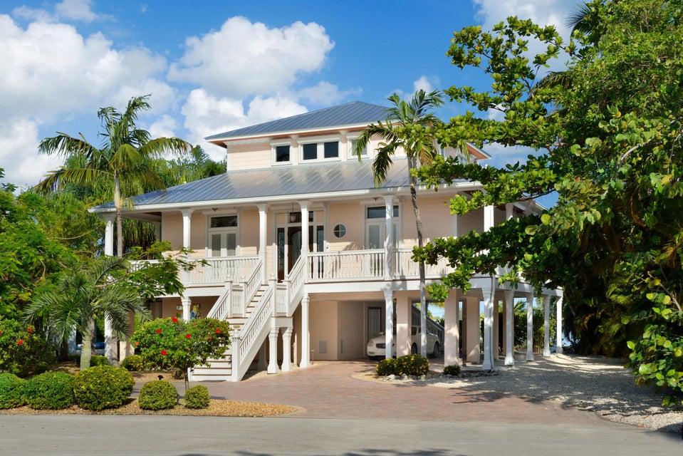 Enfamiljshus för Försäljning vid 80 Bay Drive 80 Bay Drive Saddlebunch, Florida 33040 Usa