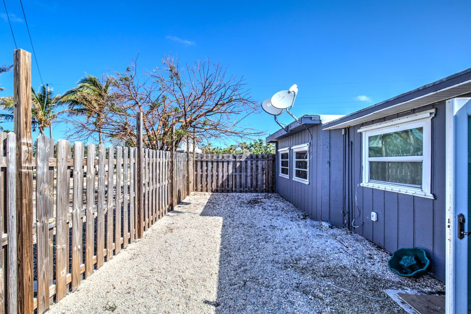 Additional photo for property listing at 216 Tropical Avenue 216 Tropical Avenue Marathon, Florida 33050 Estados Unidos