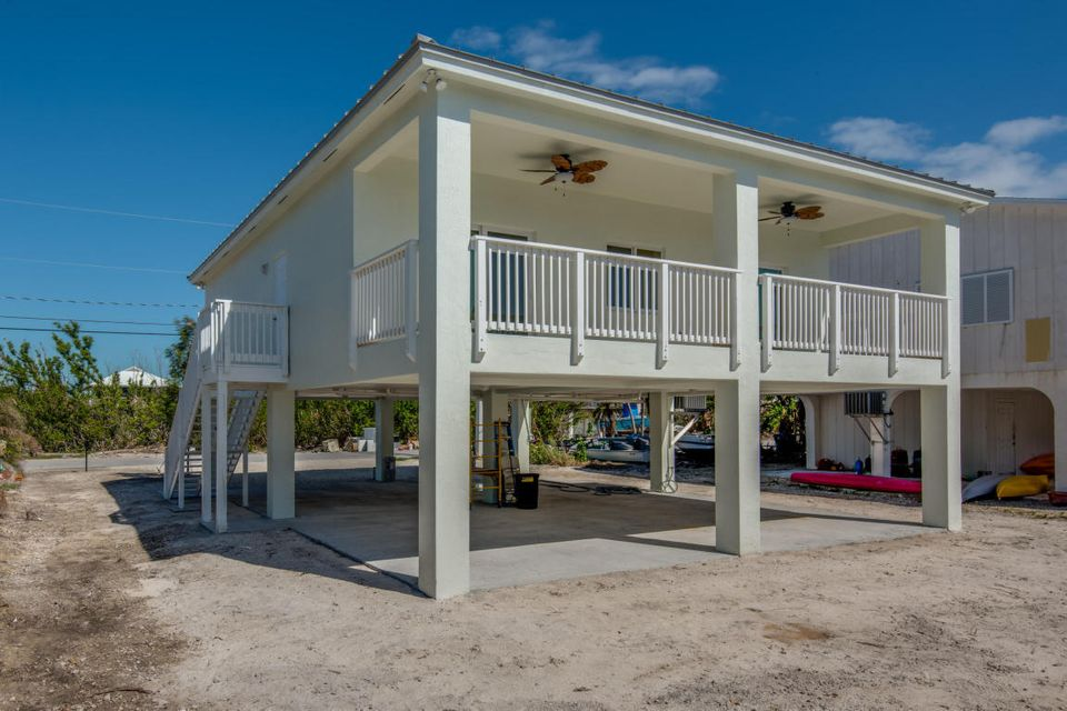 Casa Unifamiliar por un Venta en 40 Flying Cloud Avenue 40 Flying Cloud Avenue Big Pine Key, Florida 33043 Estados Unidos