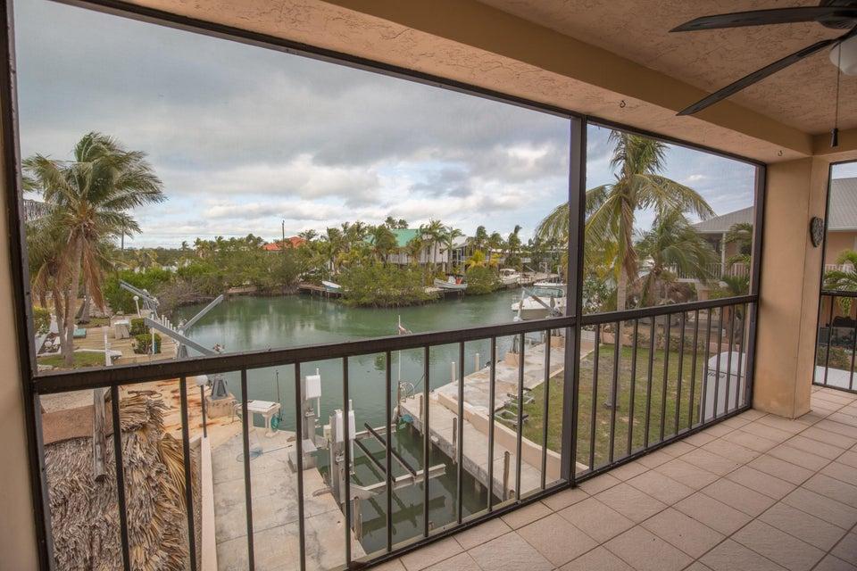 独户住宅 为 销售 在 103 Coral Avenue 103 Coral Avenue 塔威尼尔, 佛罗里达州 33070 美国