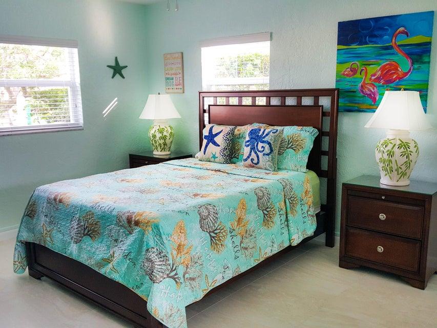 Casa para uma família para Venda às 641 & 651 8th Street 641 & 651 8th Street Key Colony, Florida 33051 Estados Unidos