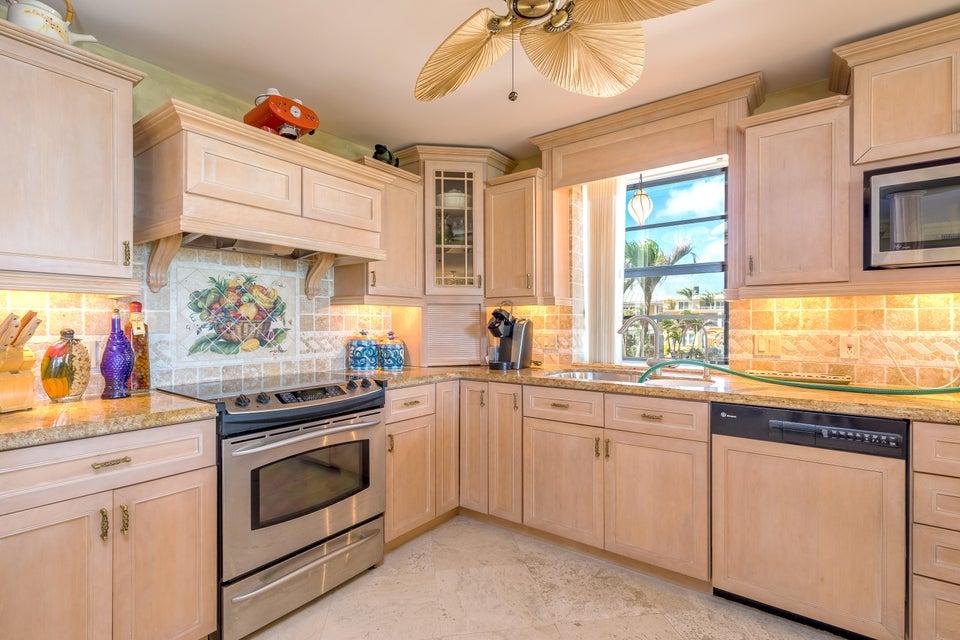 Kat Mülkiyeti için Satış at 101 E Ocean Drive 101 E Ocean Drive Key Colony, Florida 33051 Amerika Birleşik Devletleri