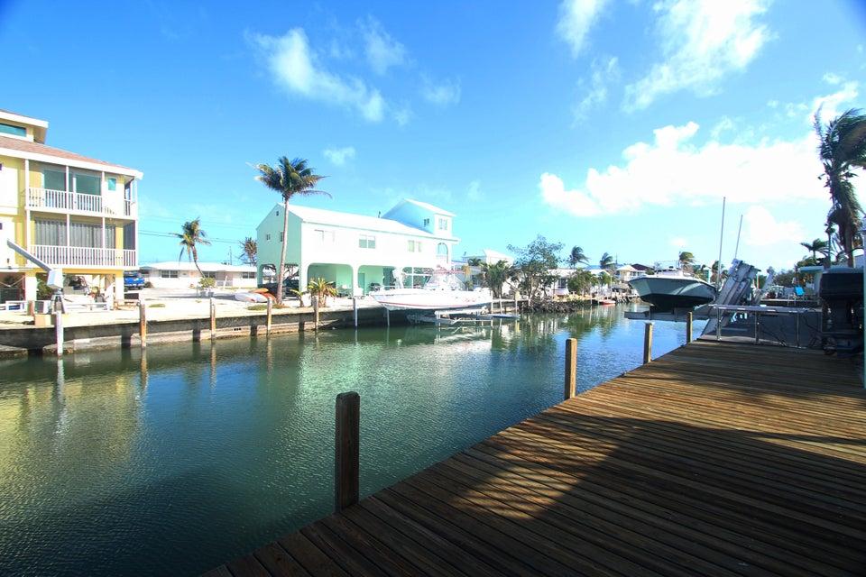 Nhà ở một gia đình vì Bán tại 300 62Nd Street Ocean Street 300 62Nd Street Ocean Street Marathon, Florida 33050 Hoa Kỳ