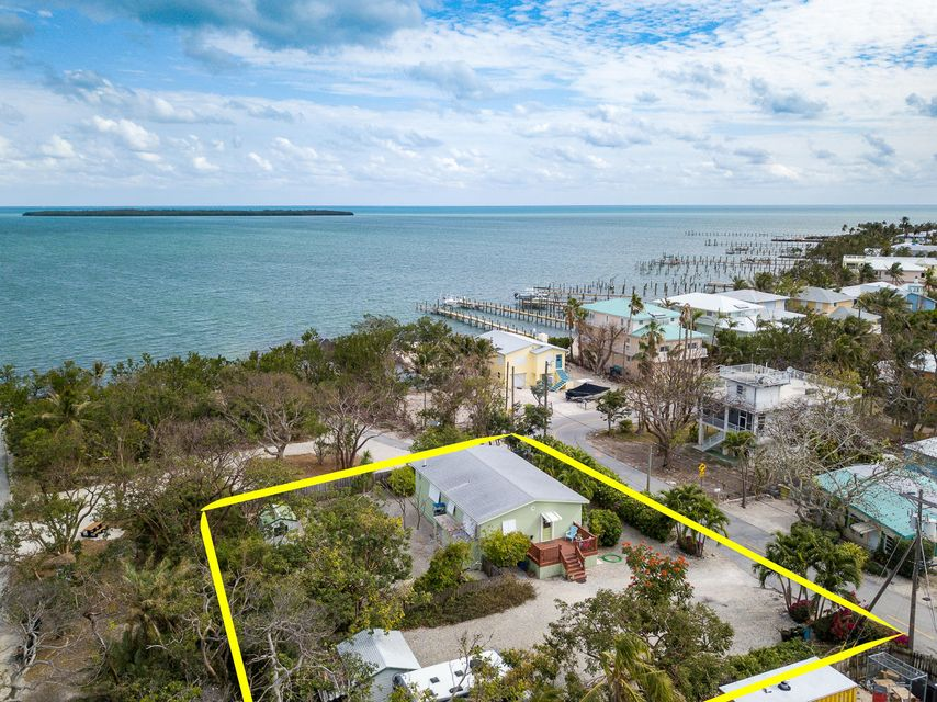 Single Family Home for Sale at 143 Atlantic Circle Drive 143 Atlantic Circle Drive Tavernier, Florida 33070 United States