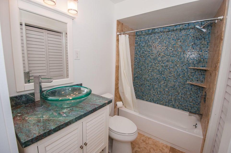 Additional photo for property listing at 27416 Cayman Lane 27416 Cayman Lane Ramrod Key, Florida 33042 Hoa Kỳ