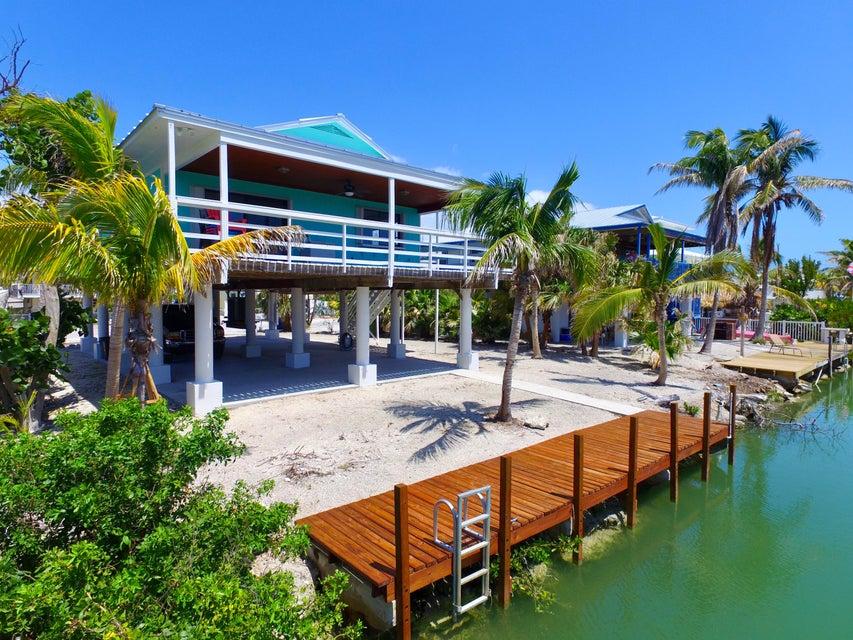 Nhà ở một gia đình vì Bán tại 27416 Cayman Lane 27416 Cayman Lane Ramrod Key, Florida 33042 Hoa Kỳ