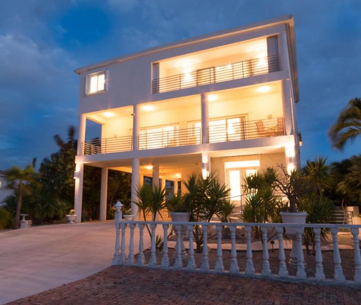 Villa per Vendita alle ore 24 Floral Avenue 24 Floral Avenue Key Haven, Florida 33040 Stati Uniti