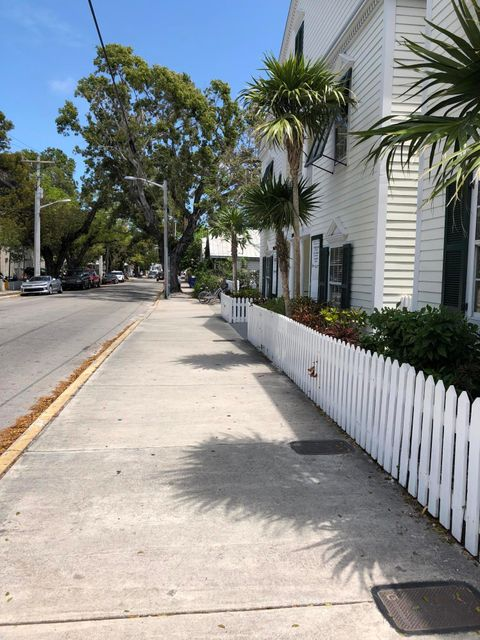 Additional photo for property listing at 300 Southard Street 300 Southard Street Key West, Florida 33040 Hoa Kỳ