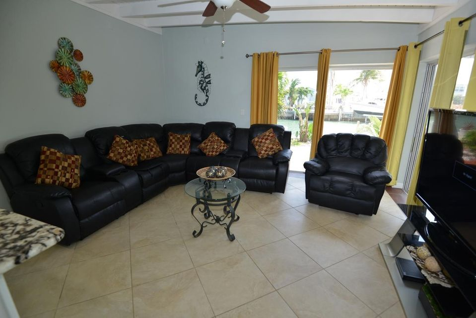 Additional photo for property listing at 390 4Th Street 390 4Th Street Key Colony, Florida 33051 Estados Unidos